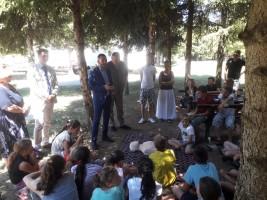 Вулетић обишао 34 деце из социјално угрожених породица